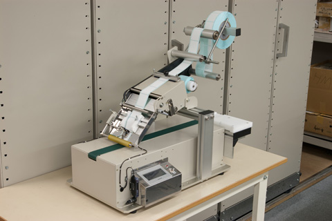 TL-104をベースにお客様の要求された能力と貼り位置精度をクリアしました