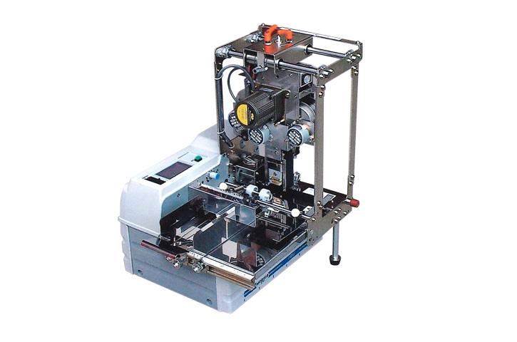 押印機 DP-4は箔テープを使用して日付等の文字を押印します