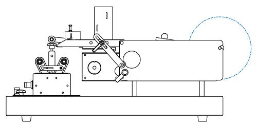 ラベルを半自動供給された商品の指定位置に貼る半自動ラベラー